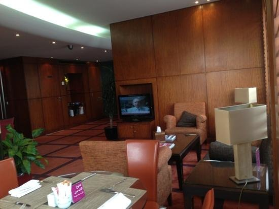 Crowne Plaza Hotel Beirut:                   Club Lounge