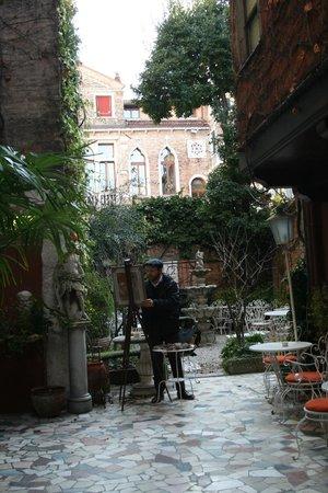 Hotel Flora:                   Outdoor