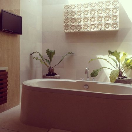 Maca Villas & Spa:                   Bath tub