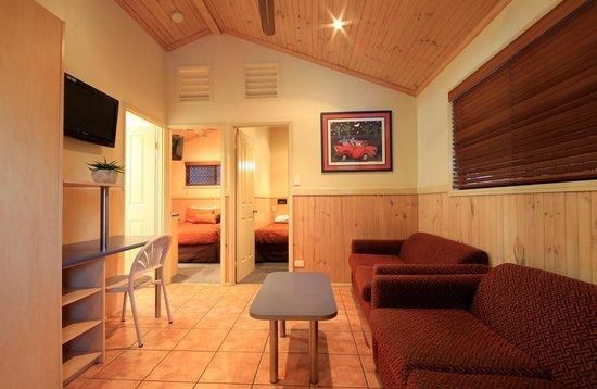 أشمور بالمز هوليداي فيليدج: Cactus Cabana living area