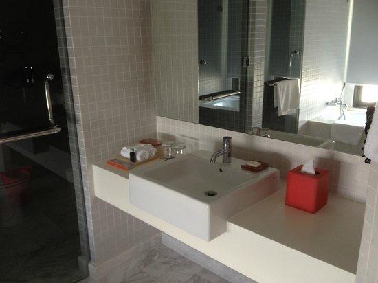 G Hotel Gurney:                                     Bathroom