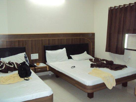 Hotel Nand Nandan:                                     room(triple bed)