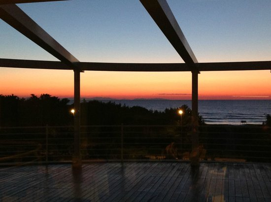 Tombolo Talasso Resort:                   Tramonto sull'Elba