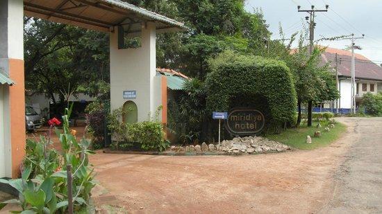 Miridiya Lake Resort:                   Entrée Hôtel