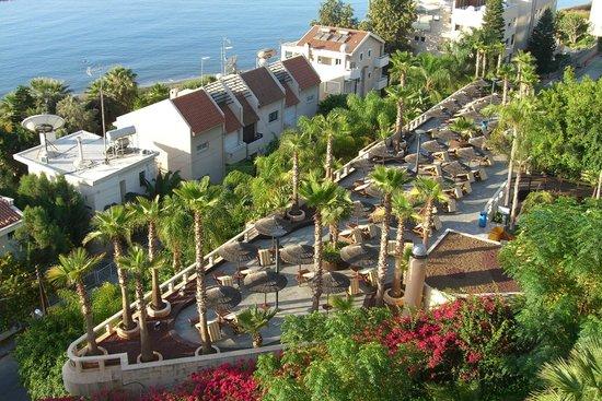 Four Seasons Hotel:                   вид на бассейн для взрослых