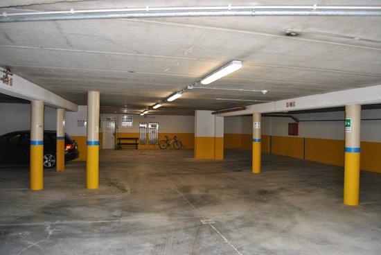 Residence Laste: garage