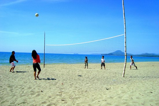 Paradise Beach Resort: Kids playing beach volleyball on the beach front