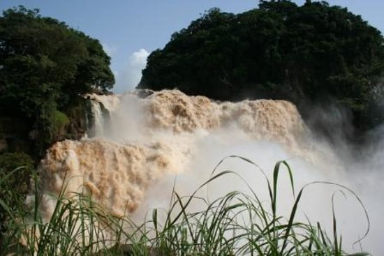 Zongo falls picture of zongo falls zongo tripadvisor for Rainwater falls massage