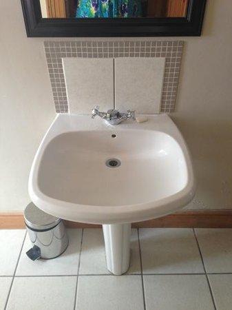 Ashanti Lodge Gardens:                   bathroom