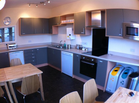 Wayfarers Independent Hostel: Guests Kitchen and Dining Room