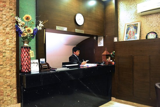Hotel Rupam: Reception