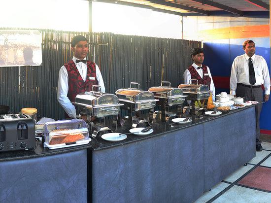 Hotel Rupam: Buffet B/Fast