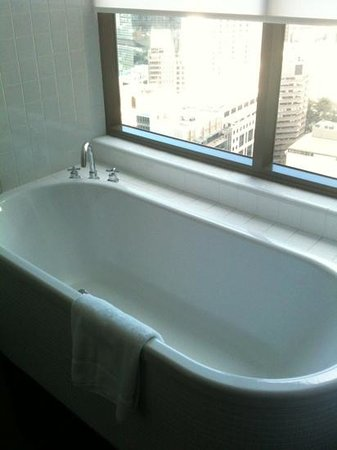 Amora Hotel Jamison Sydney:                                     Enjoy a glass of wine in the bath with city views