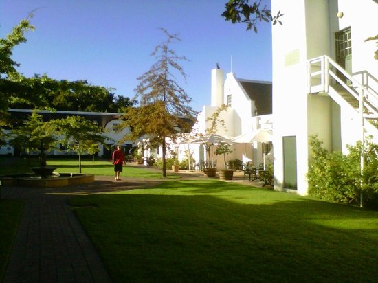 Erinvale Estate Hotel:                                     The garden courtyard is tranquil