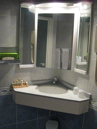 Royal Hôtel :                   Baño
