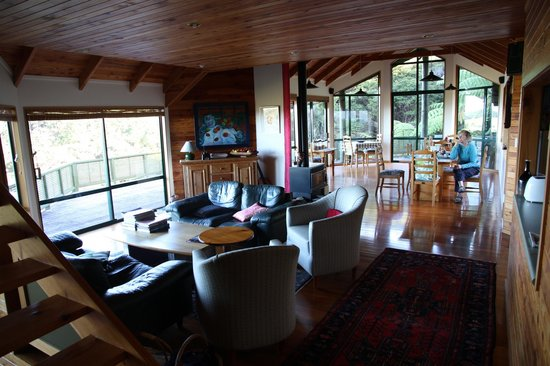 Buffalo Lodge:                   The lounge and dining area