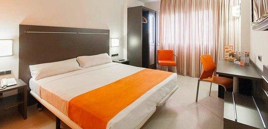 โรงแรมอาเชโดส รูบี้