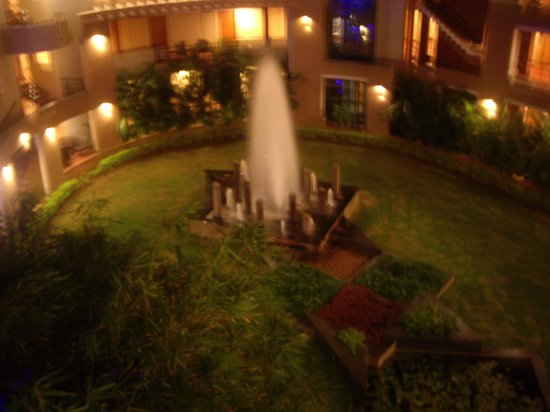 Hotel Malligi:                   fountain at the rear of hotel