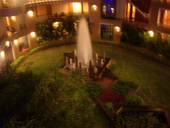 هوتل ماليجي:                   fountain at the rear of hotel                 