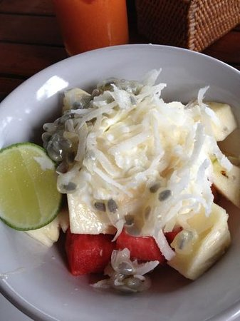 Batu Karang Lembongan Resort & Day Spa:                   fruit salad breakky with shaved coconut! yum