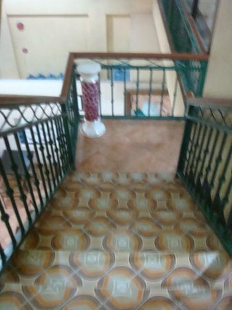 Ildefesa Suites Inn :                                     stairway