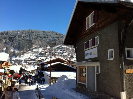 Riders Refuge - Chalet Les Pistes:                   Riders Refuge Chalet Deffert in February 2013