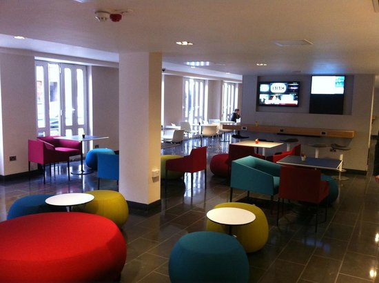 Holiday Inn Express London- Southwark: Lounge Area