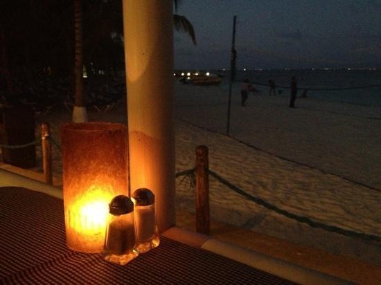 Occidental Costa Cancun:                   Dinner at the Albatross
