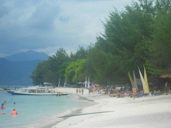 Laguna Gili Beach Resort:                   Laguna beach front