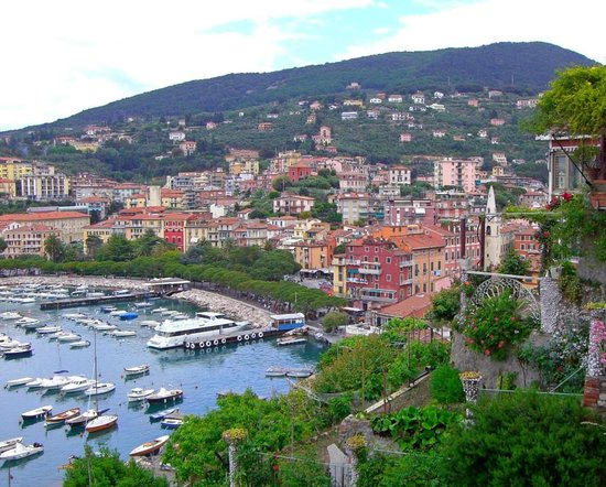 Hotel Florida Lerici:                   Lerici harbor from the hills