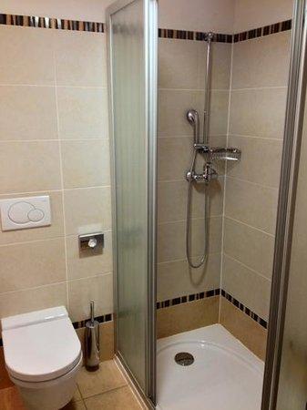 Perla, Casino & Hotel:                   la doccia nella camera 402