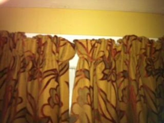 Stonecross Manor Hotel:                                                       Awful cheap and badly fitting curtains