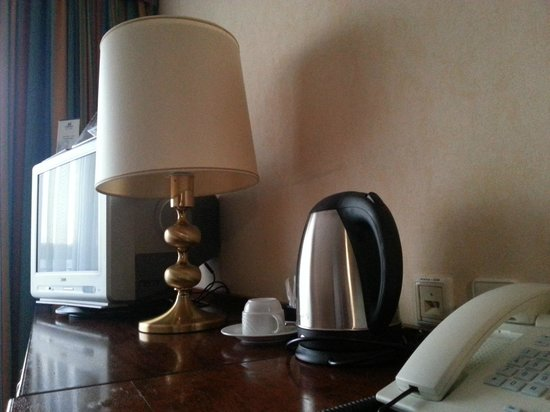 Maritim Hotel Koeln:                   TV d'epoca