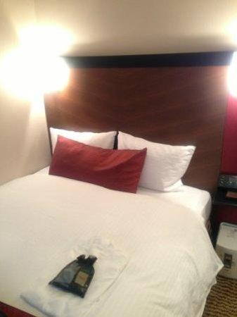 Hotel Grand Fresa Akasaka:                   bed