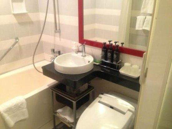 Hotel Grand Fresa Akasaka:                   bath room