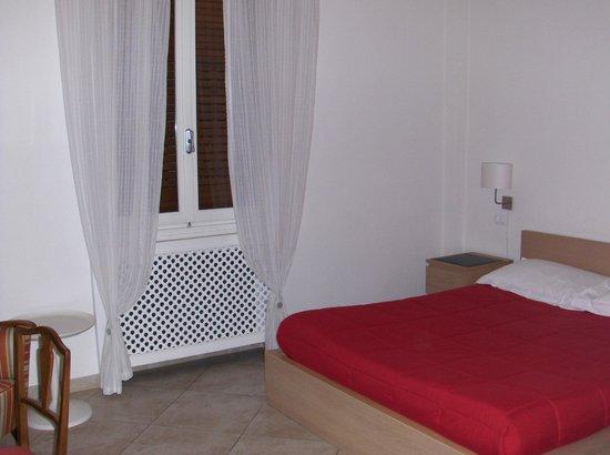 Atelier Cosseria:                   camera da letto, confortevole e ben arredata.