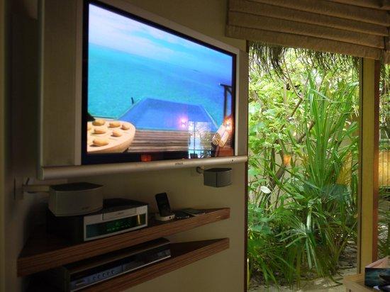 PER AQUUM Huvafen Fushi:                   beach bungalow
