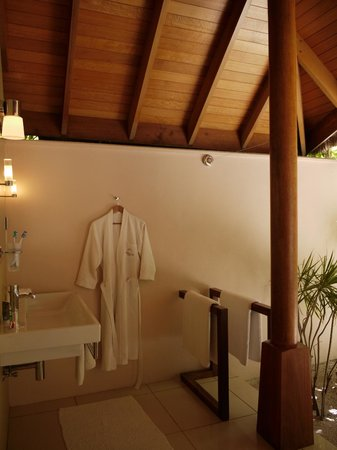 Huvafen Fushi Maldives:                   beach bungalow bathroom