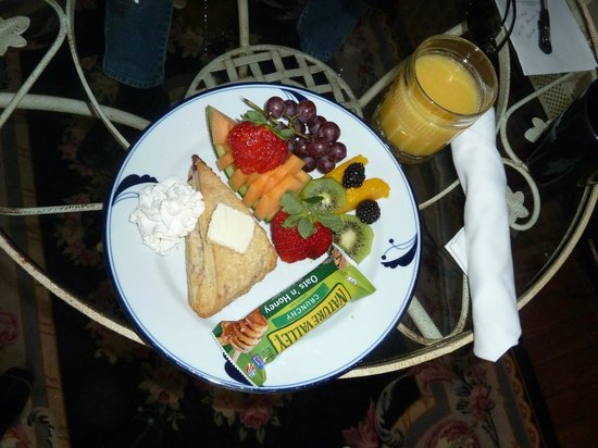 Ashford Manor Bed and Breakfast:                   continental breakfast in room
