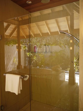 Huvafen Fushi Maldives:                   beach bungalow shower