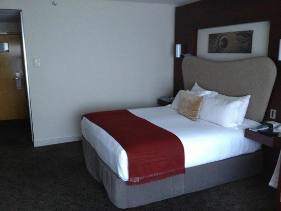 Crowne Plaza Auckland:                   Room 17th floor
