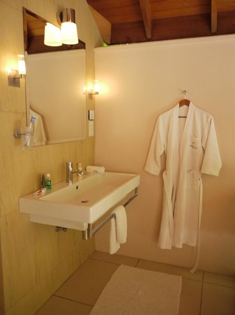 Huvafen Fushi:                   beach bungalow bathroom