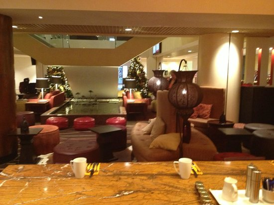 Crowne Plaza Auckland:                   Breakfast room