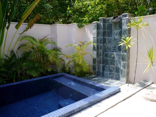 Huvafen Fushi Maldives:                   beach bungalow plunge pool