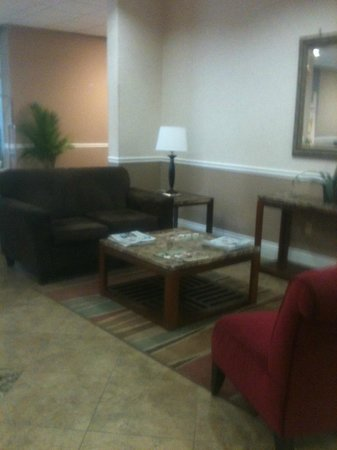 Knights Inn Gretna New Orleans West Bank :                   comfortable lounging area in the lobby