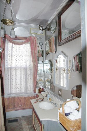 Ashford Manor Bed and Breakfast:                   bathroom filled with electic mirror collection