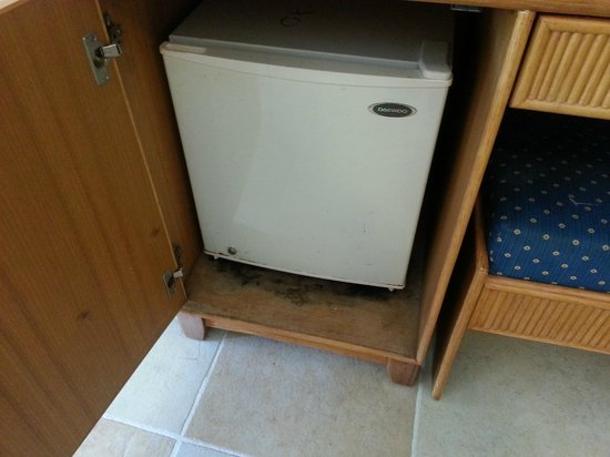 Caribe Club Princess Beach Resort & Spa:                                                       Mould at the bottom of fridge