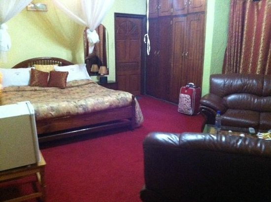 Cepha's Inn Kabale:                   The deluxe bedroom.