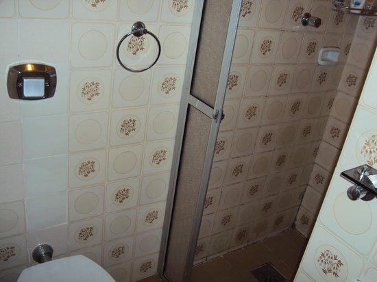 Oscar Hotel :                   Banheiro