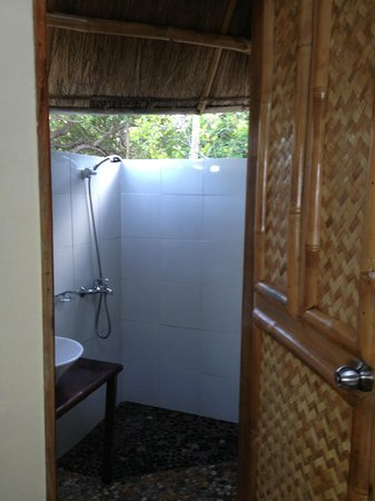 Cashew Grove Beach Resort:                                     outdoor bathroom